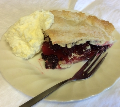 >Apple & Blackberry Pie