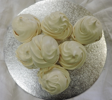 >Meringues (box of 8)